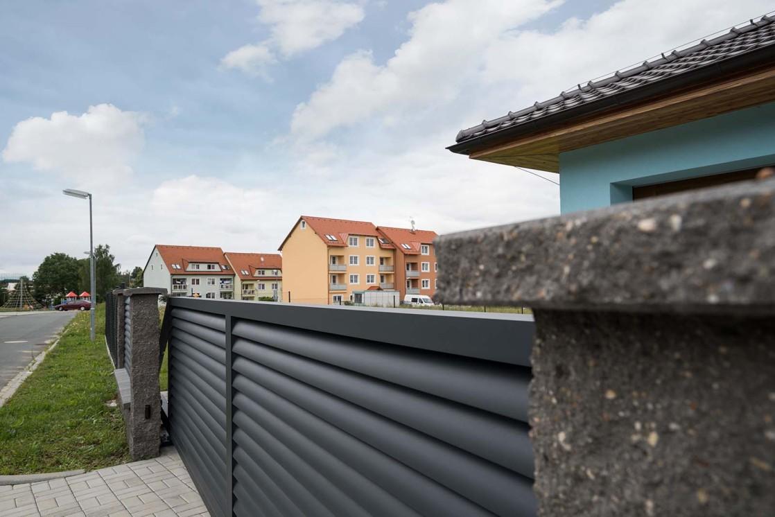 Posuvná vjezdová brána samonosná, motiv Viana