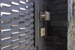 Eingangspforte aus Streckmetall, bestückt mit Edelstahlgriff