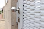 Eingangspforte aus Streckmetall in weiß