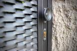 Griff-Detail bei Eingangspforte aus Sreckmetall